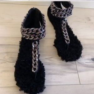 JUST IN!! Ladies Fur/ Cuban Chain Link Sandal